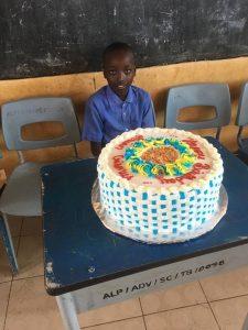 Fødselsdagskage til forældreløs dreng